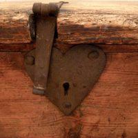 6 plank pine coffer - savoyarde vernacular